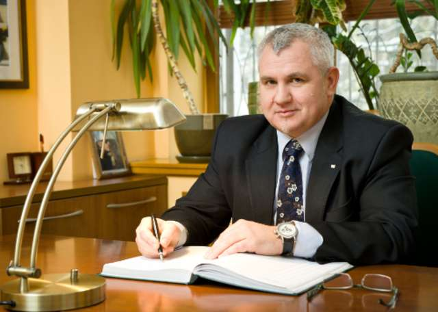 Marek Krzynowek - full image