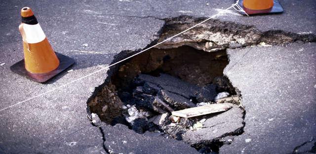 Dziura w drodze – kto za to odpowiada? - full image
