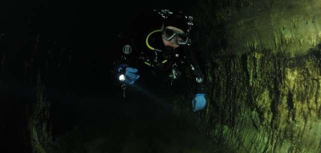 Historia zatopionego bunkra - full image