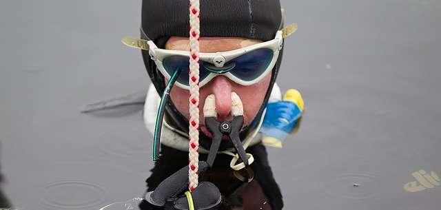 Jak statycznie wstrzymać na dłużej oddech pod wodą ? - full image